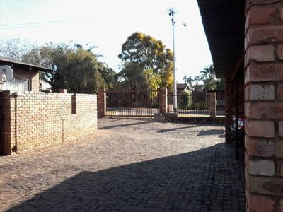 Property and Houses for sale in Pretoria Gardens, Townhouse, 2 Bedrooms - ZAR 415,000