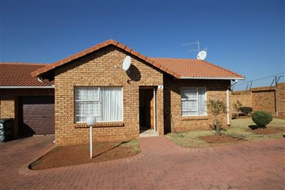 Roodepoort, Groblerpark & Ext Property  | Houses For Sale Groblerpark & Ext, Groblerpark & Ext, Townhouse 2 bedrooms property for sale Price:595,000