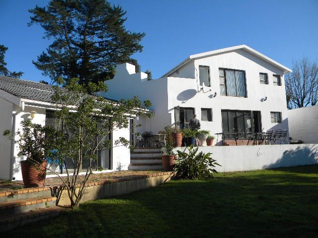 8 Bedroom house for sale in Durbanville Hills, Durbanville