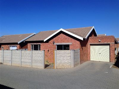 Bloemfontein, Deales Gift Property  | Houses For Sale Deales Gift, Deales Gift, Townhouse 2 bedrooms property for sale Price:630,000