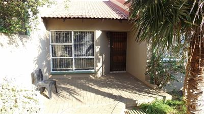 Bloemfontein, Langenhovenpark Property  | Houses For Sale Langenhovenpark, Langenhovenpark, Townhouse 3 bedrooms property for sale Price:850,000