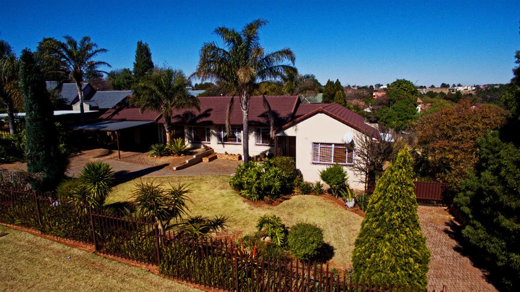 ***A Forever Home On A 1546 m2 Stand***