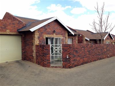 Bloemfontein, Kiepersol Property  | Houses For Sale Kiepersol, Kiepersol, Townhouse 2 bedrooms property for sale Price:850,000