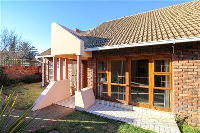 Townhouse for sale in Universitas