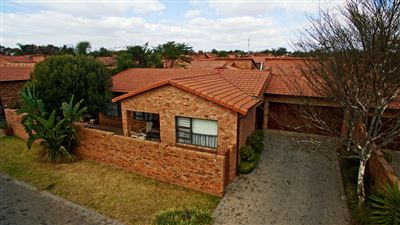 Roodepoort, Honeydew Manor Property  | Houses For Sale Honeydew Manor, Honeydew Manor, Cluster 3 bedrooms property for sale Price:1,700,000