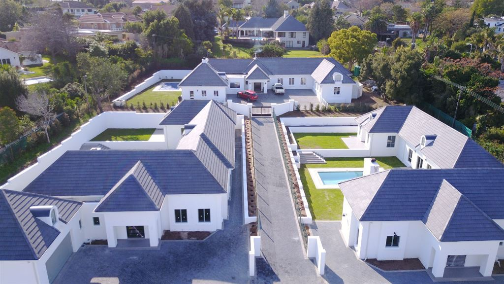 Brand New Home in Small Somerset West Development!