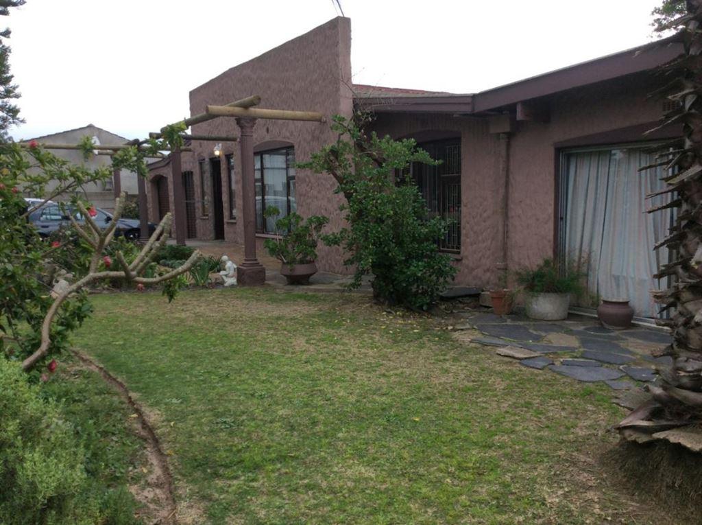 Bonnie Brook home on huge erf, Kraaifontein