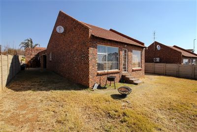 Bloemfontein, Langenhovenpark Property  | Houses For Sale Langenhovenpark, Langenhovenpark, Townhouse 2 bedrooms property for sale Price:815,000
