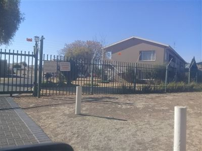 Bloemfontein, Wilgehof Property  | Houses For Sale Wilgehof, Wilgehof, Townhouse 3 bedrooms property for sale Price:811,000
