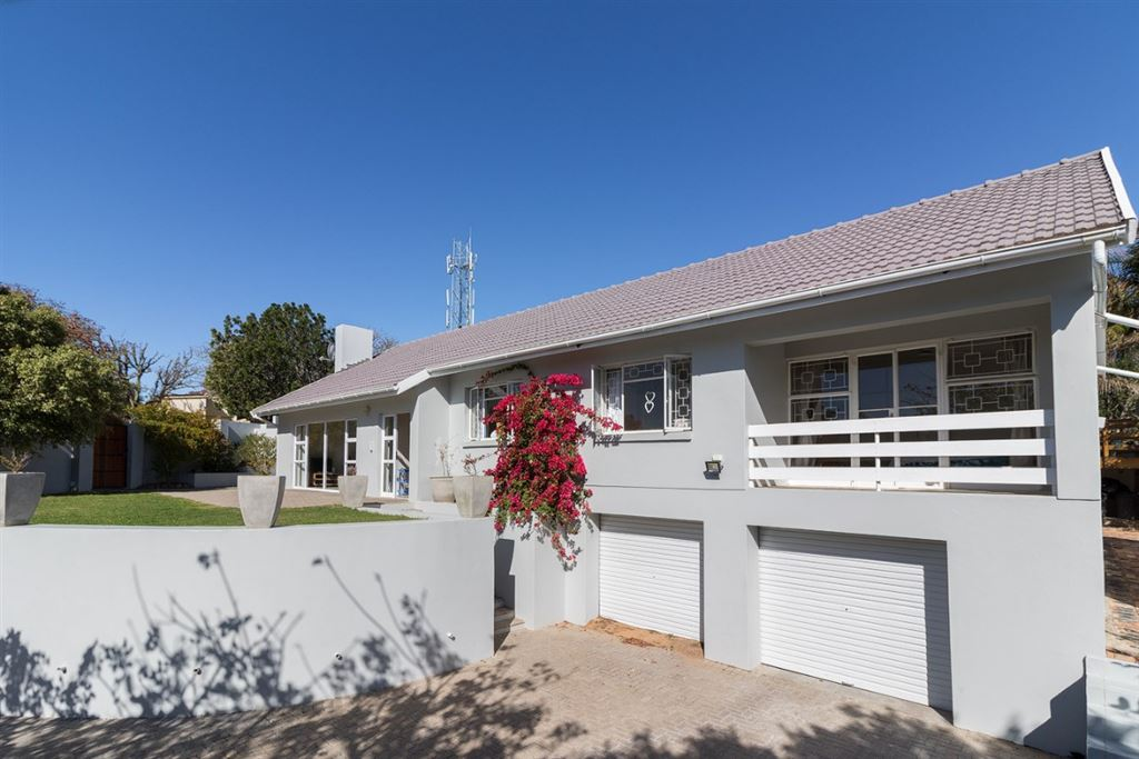 Three Bedroom Home on the West Bank in Port Alfred