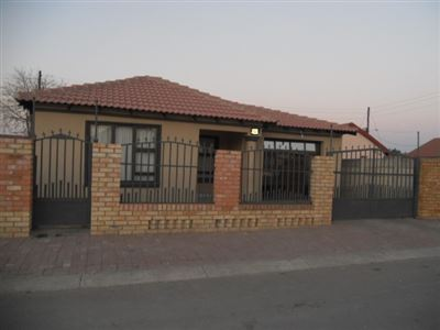 Rustenburg, Boitekong Property  | Houses For Sale Boitekong, Boitekong, House 3 bedrooms property for sale Price:620,000