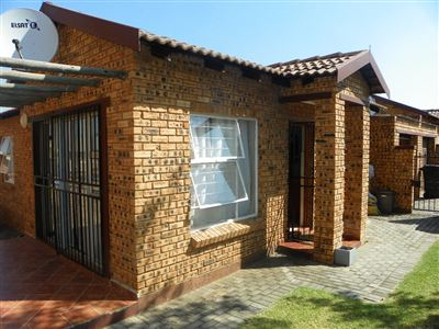 Roodepoort, Honeydew Property  | Houses For Sale Honeydew, Honeydew, Townhouse 3 bedrooms property for sale Price:810,000
