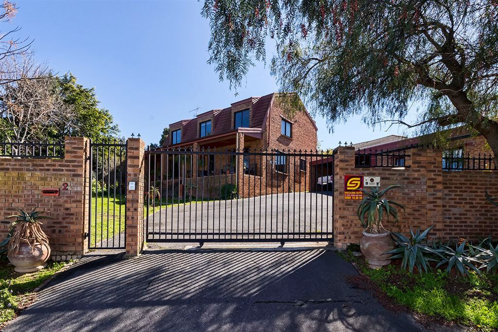 Stunning Family Home Offering Superb Value in Somerset West