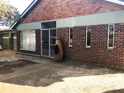 Bloemfontein, Fauna Property  | Houses For Sale Fauna, Fauna, House 4 bedrooms property for sale Price:1,060,000