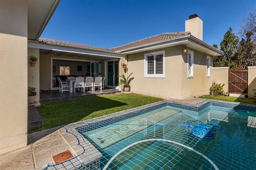 Spacious Family Home Near Schools in Somerset West