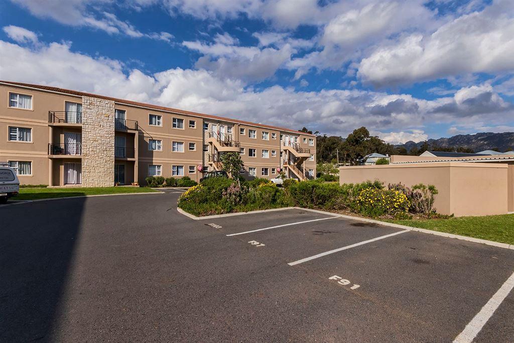 2 Bedroom Ground Floor Apartment in Somerset West