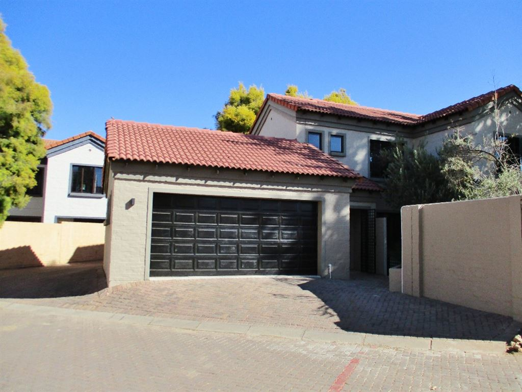 Looking for style? Come see this 3 bedroom home in Equestria
