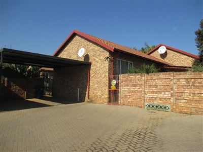 Property and Houses for sale in Garsfontein, Townhouse, 2 Bedrooms - ZAR 895,000