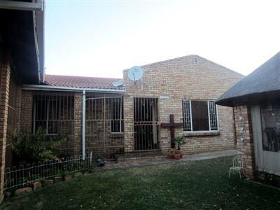 Geelhoutpark property for sale. Ref No: 13528317. Picture no 1