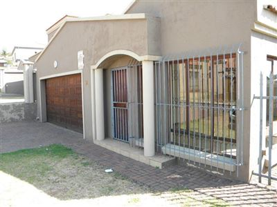 Witbank, Hoeveld Park Property    Houses For Sale Hoeveld Park, Hoeveld Park, Townhouse 4 bedrooms property for sale Price:1,093,000