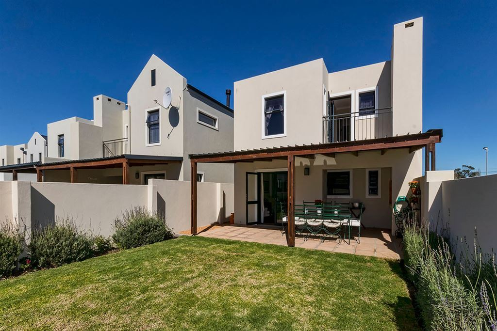 Charming Duplex Offering Great Value in Somerset West
