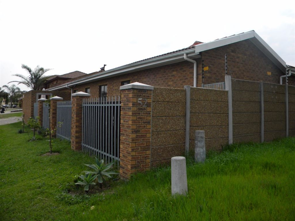 3 Bedroom House for Sale, Sonstraal Heights, Durbanville