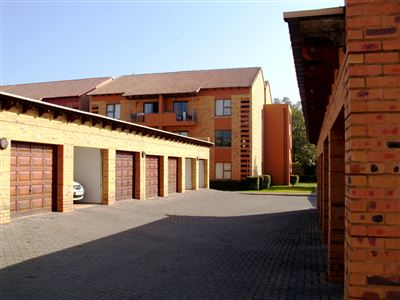 Property and Houses for sale in Hatfield, Flats, 3 Bedrooms - ZAR 1,850,000