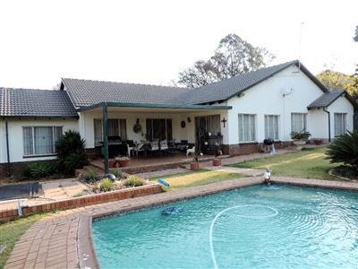 Property and Houses for sale in Garsfontein Xx Ext, House, 4 Bedrooms - ZAR 2,210,000