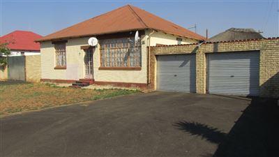 Krugersdorp, West Village Property  | Houses For Sale West Village, West Village, House 4 bedrooms property for sale Price:580,000