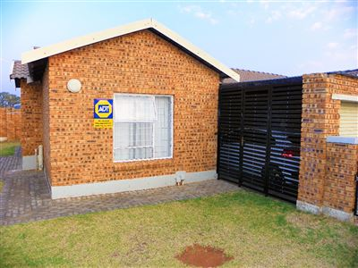 Roodepoort, Honeydew Property  | Houses For Sale Honeydew, Honeydew, Townhouse 2 bedrooms property for sale Price:649,000