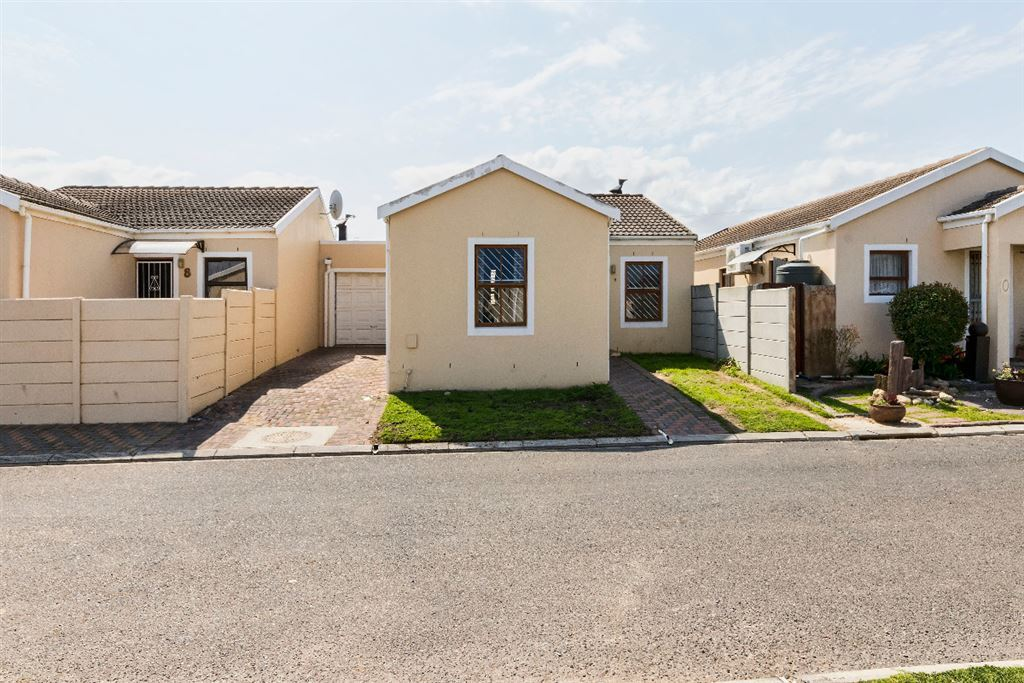 A 3 Bedroom Home in Strand