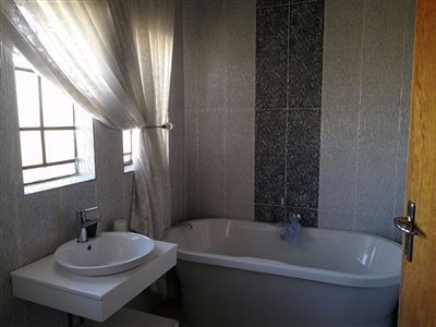 Glenanda North property to rent. Ref No: 13533208. Picture no 21