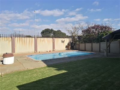 Glenanda North property to rent. Ref No: 13533208. Picture no 23