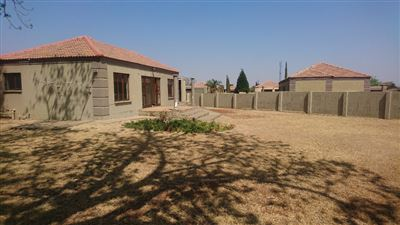 Klerksdorp, Flamwood Property  | Houses For Sale Flamwood, Flamwood, Townhouse 2 bedrooms property for sale Price:583,000