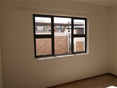 Beyerspark property to rent. Ref No: 13535632. Picture no 9