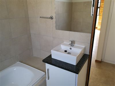 Beyerspark property to rent. Ref No: 13535632. Picture no 12