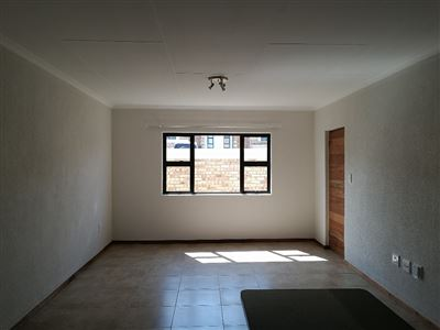 Beyerspark property to rent. Ref No: 13535632. Picture no 3