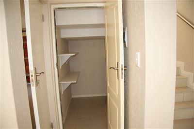 Eikenhof property to rent. Ref No: 13535950. Picture no 7