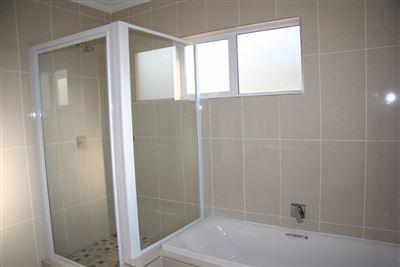 Eikenhof property to rent. Ref No: 13535950. Picture no 13