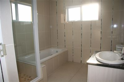 Eikenhof property to rent. Ref No: 13535950. Picture no 14