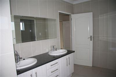 Eikenhof property to rent. Ref No: 13535950. Picture no 32