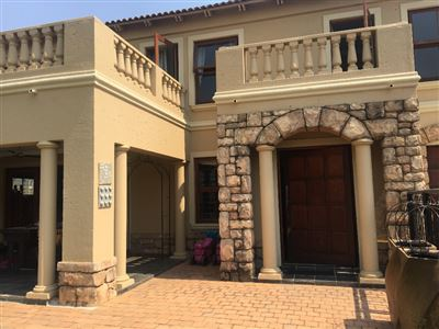 Property and Houses for sale in Equestria, House, 4 Bedrooms - ZAR 2,575,000