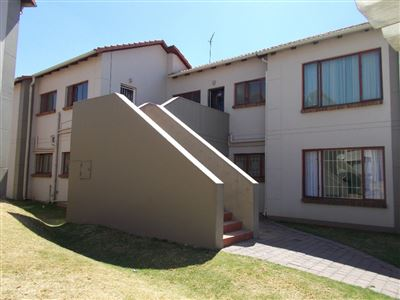 Mondeor property for sale. Ref No: 13537052. Picture no 1