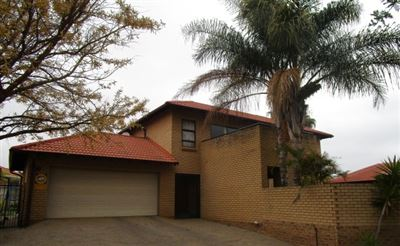 Property and Houses for sale in Equestria, House, 3 Bedrooms - ZAR 2,200,000
