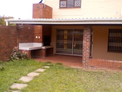 East London, Beacon Bay Property  | Houses To Rent Beacon Bay, Beacon Bay, Townhouse 3 bedrooms property to rent Price:,  9,00*