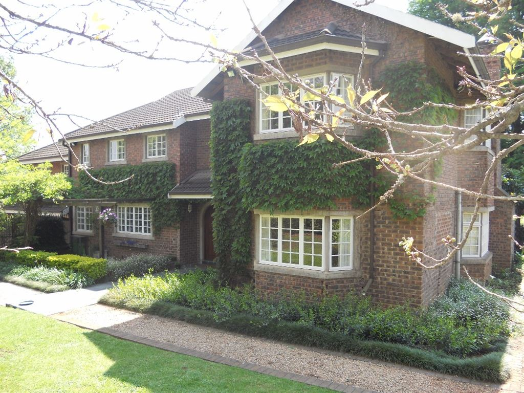 Five bedroom charming country charm in the heart of Hilton