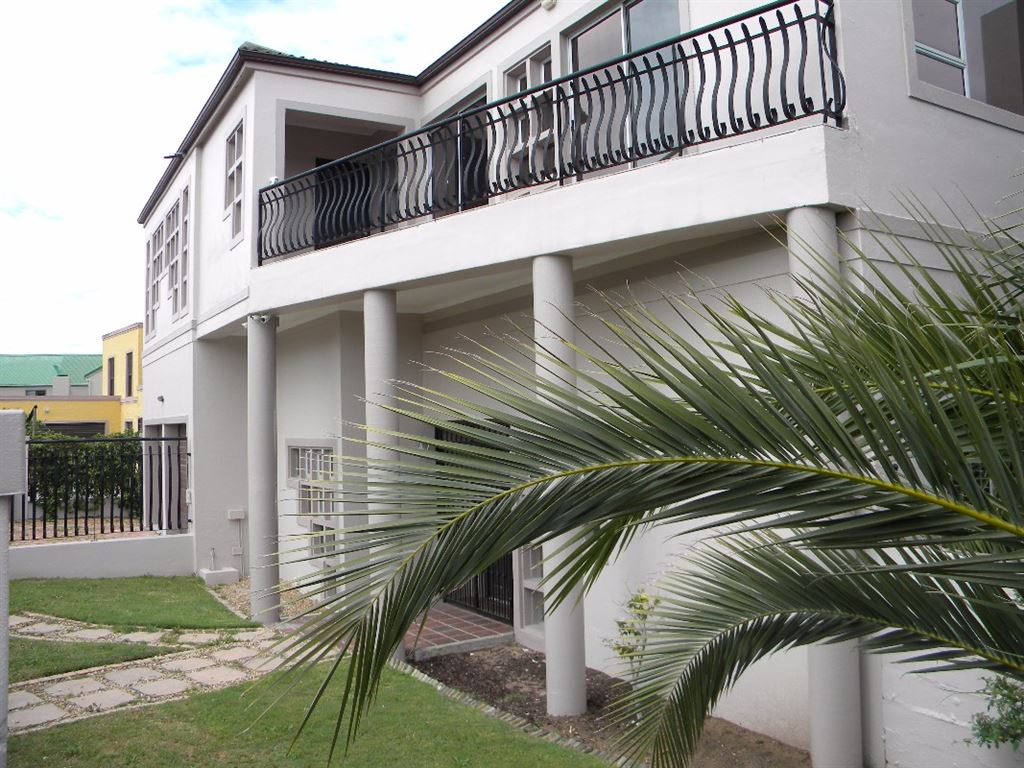 5 Bedrooms House for Sale in Sonstraal Heights, Durbanville