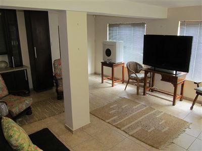 Umtentweni property for sale. Ref No: 13539011. Picture no 39