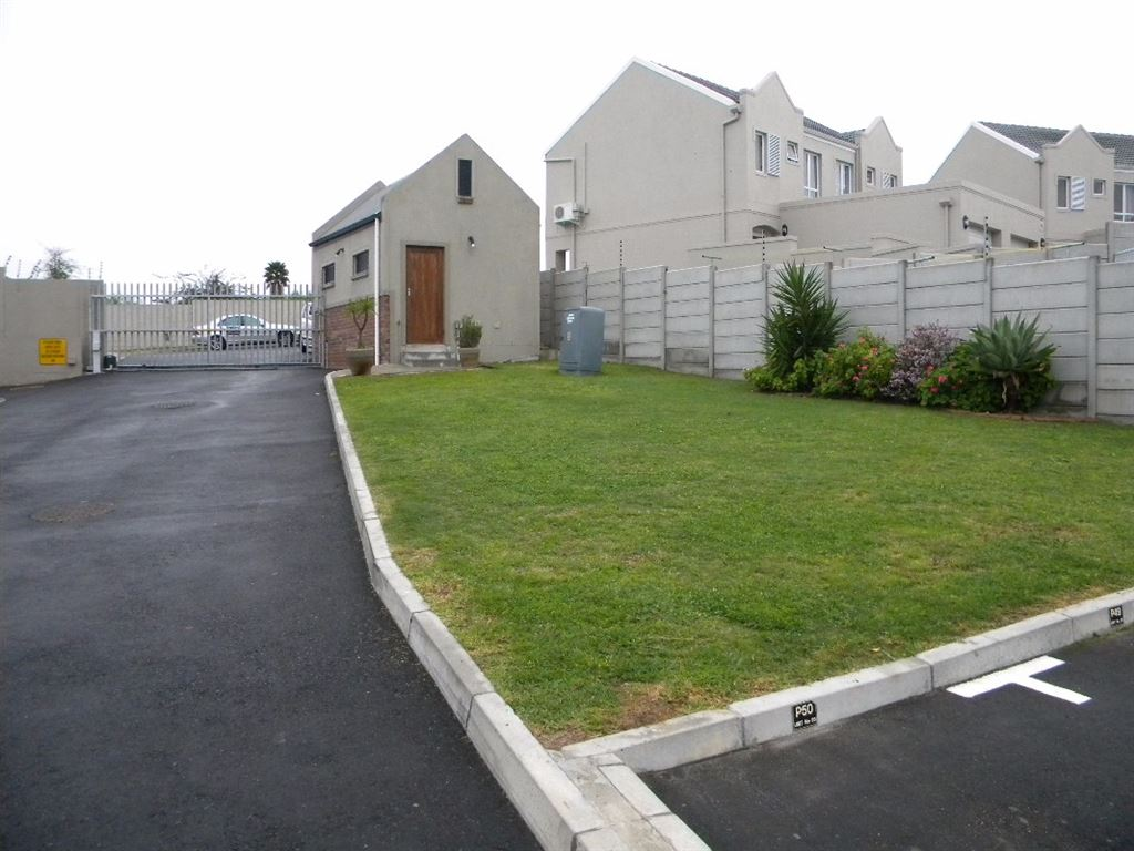 2 Bedroom Townhouse For Sale in Protea Heights, Brackenfell