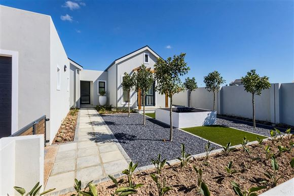 Modern Style Meets Country Living in Somerset West